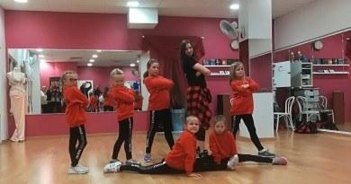 Taneczne zajęcia dziecięcej grupy
