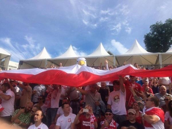 Polonia kibicuje naszym piłkarzom!