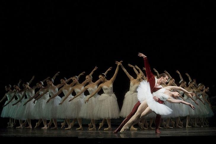 Jezioro łabędzie w wykonianiu Russian National Ballet