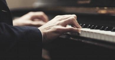 Posłuchaj kompozycji najsłynniejszych polskich kompozytorów w wykonaniu Marka Brachy