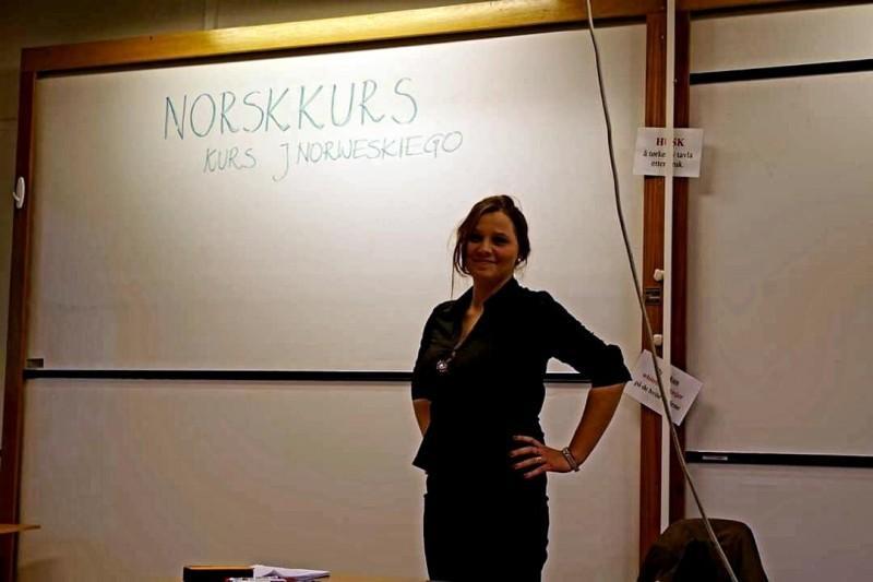 Magda z czasem założyła własną szkołę językową, gdzie uczy polskiego i norweskiego oraz zajmuje się tłumaczeniami.