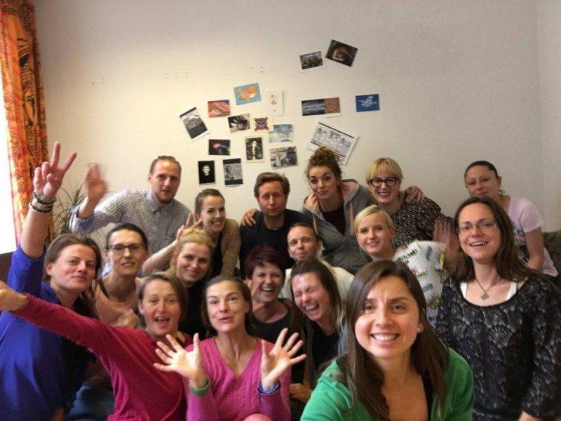 Izabela (z przodu, w zielonym swetrze) prowadzi warsztaty dla rodziców w Oslo.