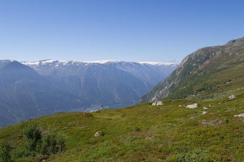 Wycieczki po norweskich szlakach górskich to obowiązkowy punkt programu dla turystów.