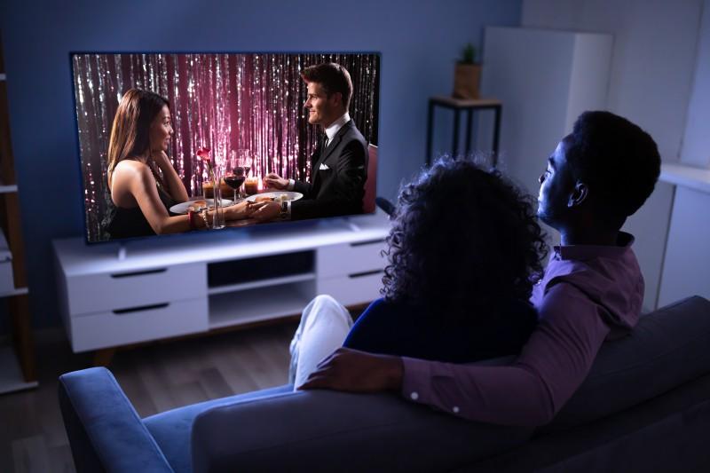 To znaczna różnica w porównaniu z obowiązującym do tej pory abonamentem – widzowie i słuchacze NRK mieli w 2019 do opłacenia 3038,56 koron na gospodarstwo domowe z telewizorem.