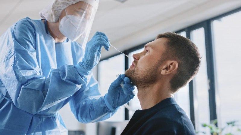 Również osoby w pełni zaszczepione muszą poddać się testowi na granicy.