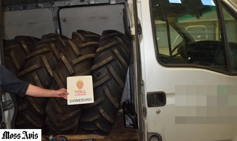 Polski kierowca przewoził w vanie sześć opon wypełnionych butelkami z wódką.