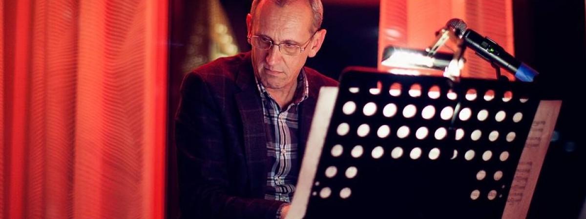 #PolakPotrafi: Koncertował z Violettą Villas i Grzegorzem Markowskim. Dziś polski artysta szkoli Norwegów