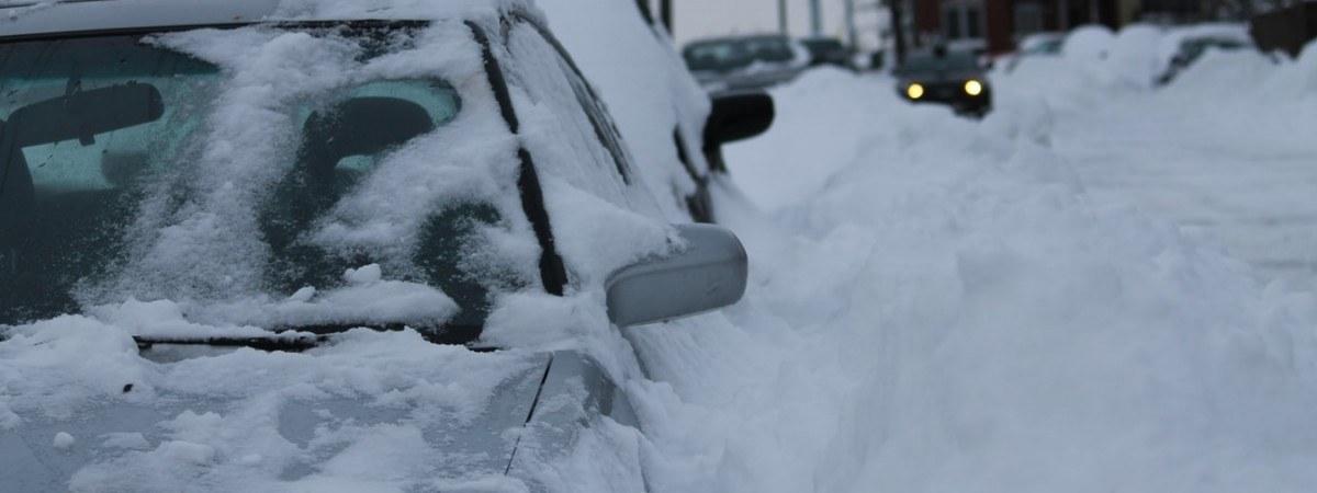 Zamknięte drogi i liczne wypadki. Śnieg znów daje się we znaki kierowcom