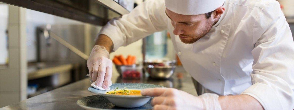 Chcesz pracować w norweskiej restauracji? Te słówka musisz znać [SŁOWNICZEK]