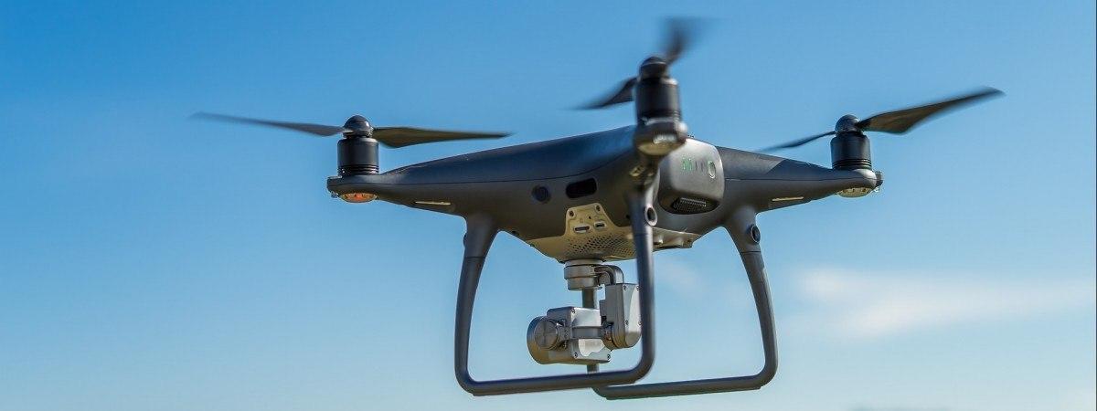 Latali dronem nad bazą wojskową. Polacy ukarani mandatem