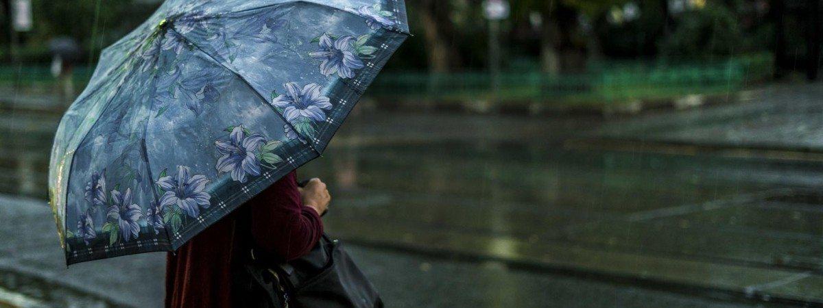 Zagrożenie powodziowe w wielu częściach kraju. Uwaga na wiatr i ulewy