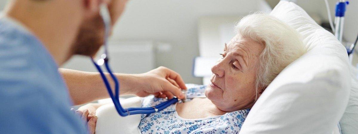 Pielęgniarki chcą rzucać pracę, pacjenci umierają w samotności? A wymagania dla obcokrajowców rosną