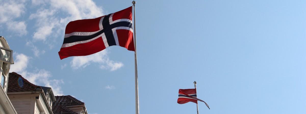 Parady, flagi, bunady i… hot-dogi: Norwegowie świętują 17 maja