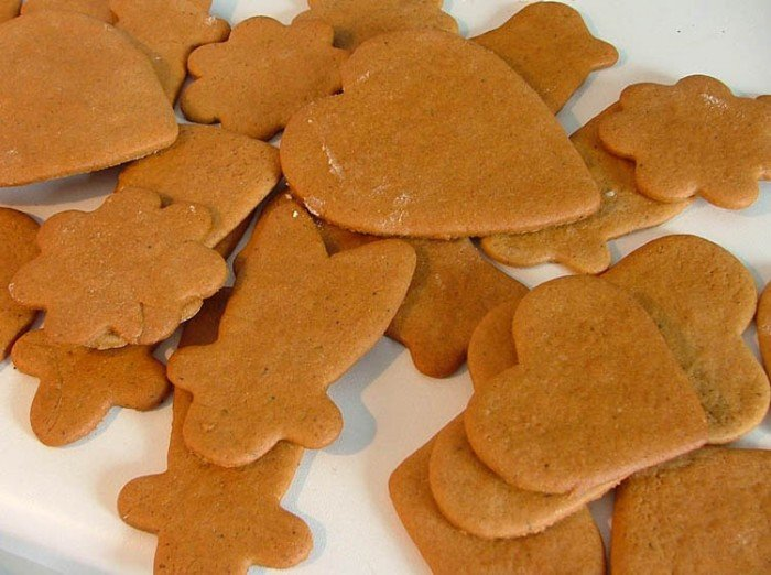 freshly_baked_gingerbread_-_christmas_2004.jpg