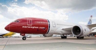 Po pożarze na lotnisku w Stavanger: rozpoczęto wyciąganie samochodów