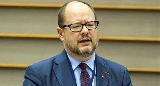 Prezydent Gdańska zaatakowany podczas finału WOŚP. Nożownik wdarł się na scenę [PILNE]