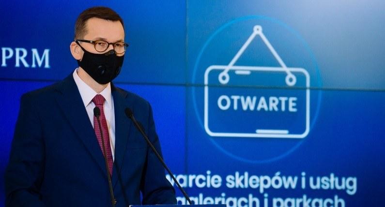 Nowe decyzje rządu w walce z koronawirusem: co się zmieni w sklepach, edukacji i gastronomii