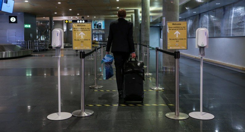 Testy na norweskich lotniskach: kto zostanie zbadany pod kątem zakażenia koronawirusem?