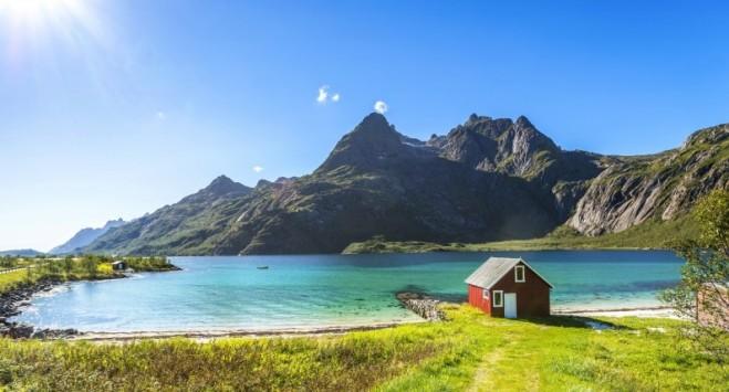 """""""Powinno być miejsce i dla turystów, i dla mieszkańców"""". Lofoty chcą podważyć słynne norweskie prawo"""