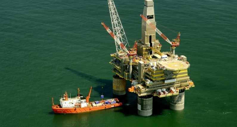 Cena ropy naftowej leci na łeb na szyję. Jest najniższa od 2003 roku