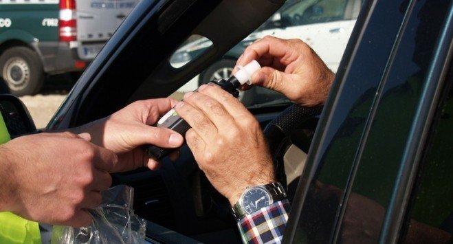 Uwaga kierowcy i pasażerowie: będą alkomaty w taksówkach i autobusach
