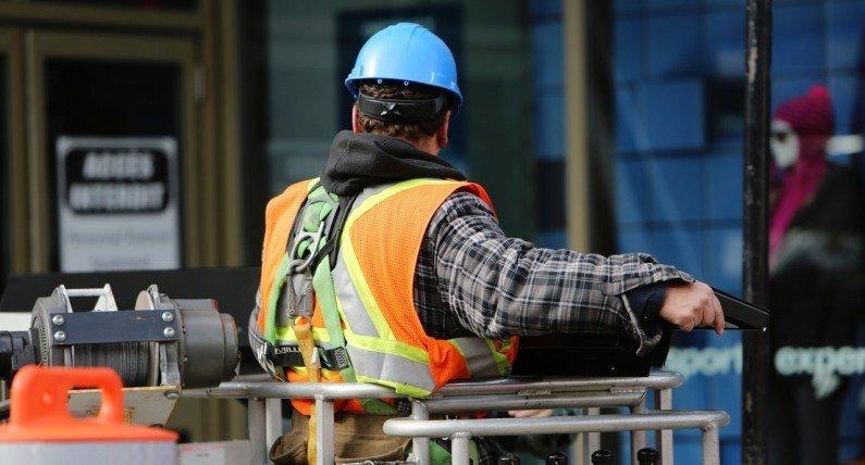 Ciąg dalszy zmian na rynku pracy: pozytywne wieści dla branży budowlanej i handlu detalicznego