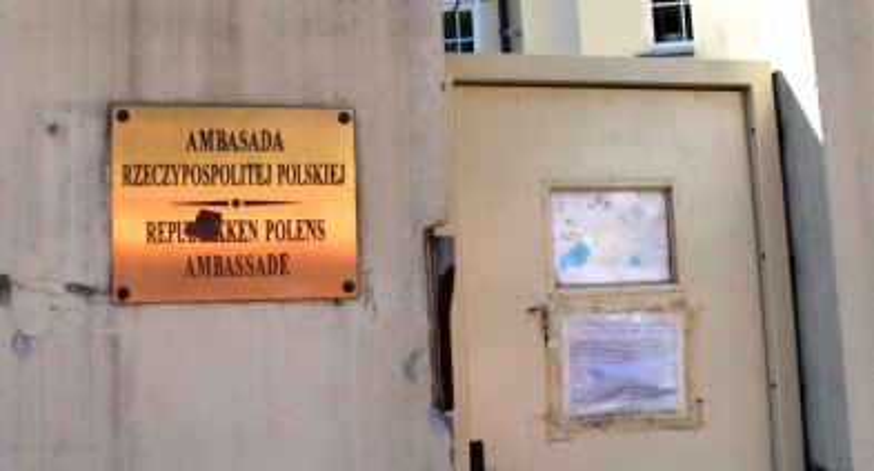 """""""Ratował polskie dzieci"""" vs """"Działał wbrew legalnym instytucjom"""": fala komentarzy po wydaleniu konsula [WASZE OPINIE]"""