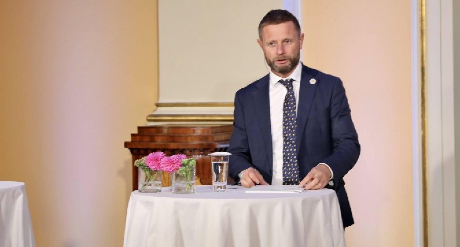 """""""Chciałbym powiedzieć, że to się skończy, ale nie mogę"""". Norwegia musi być gotowa na kolejną falę koronawirusa"""