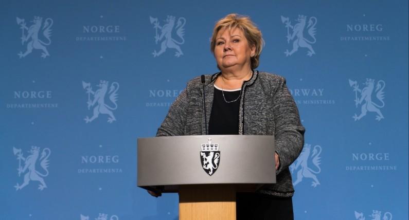 Polacy i Szwedzi nie są winni infekcji w kraju fiordów: premier broni imigrantów  i ustawia młodzież do pionu