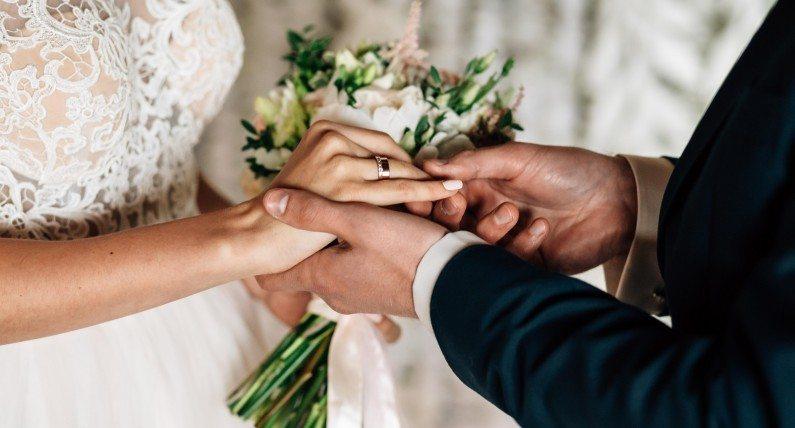 Tyle osób może uczestniczyć w ceremonii ślubu. Nowe zasady