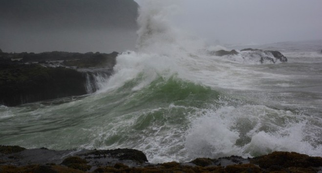 Niepogoda w kraju i sztorm na wybrzeżu. Ostrzeżenia pierwszego stopnia dla większości Norwegii
