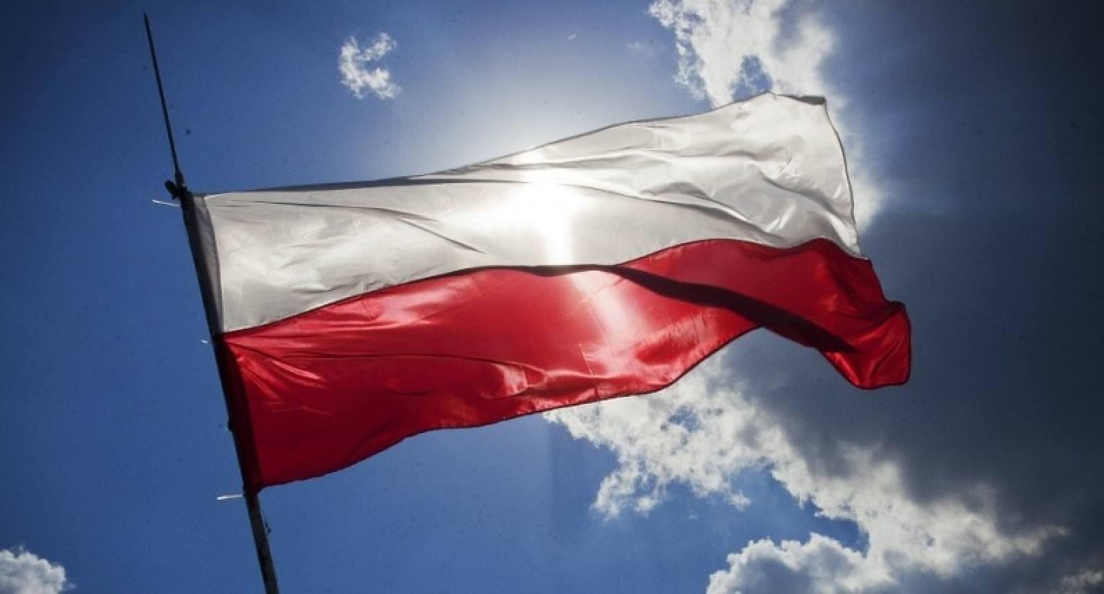 Rząd łagodzi restrykcje w Polsce: kiedy nastąpi otwarcie hoteli i restauracji?