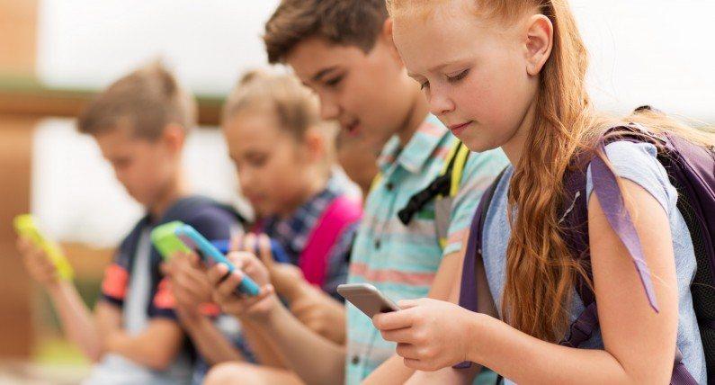 Cyfrowy detoks dla najmłodszych: Stavanger zakazuje telefonów w szkołach