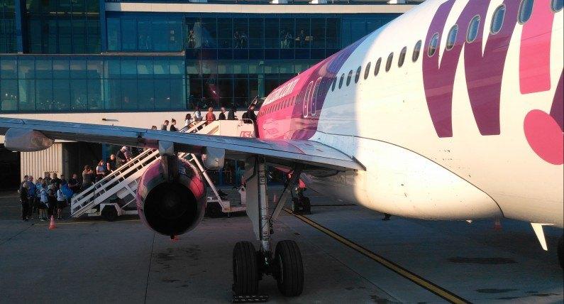 Samolot zawrócił z drogi nad fiordy. Powodem uderzenie pioruna
