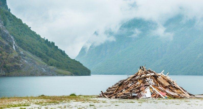 Lofoty i Nordkapp toną w śmieciach. Norwegowie wyrzucają rupiecie, gdzie popadnie