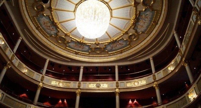 Doszczętnie spłonął, odbudowano go za 150 milionów koron. Niezwykła historia teatru w Drammen