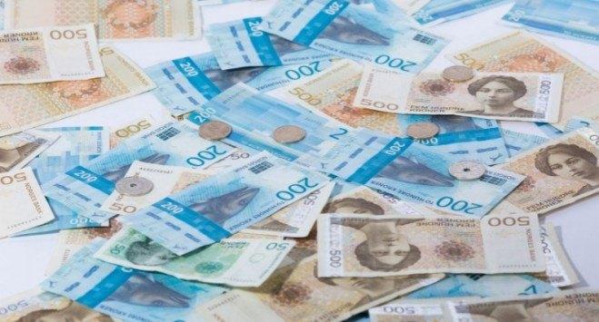 Emigranci wysyłają do Polski miliardy złotych. Znaczna część płynie z Norwegii