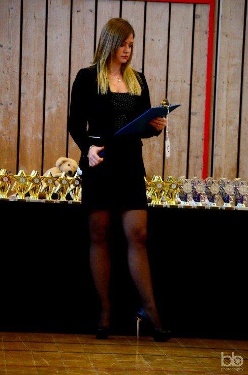 Pani Gracjana jako sędzina na zawodach tanecznych.