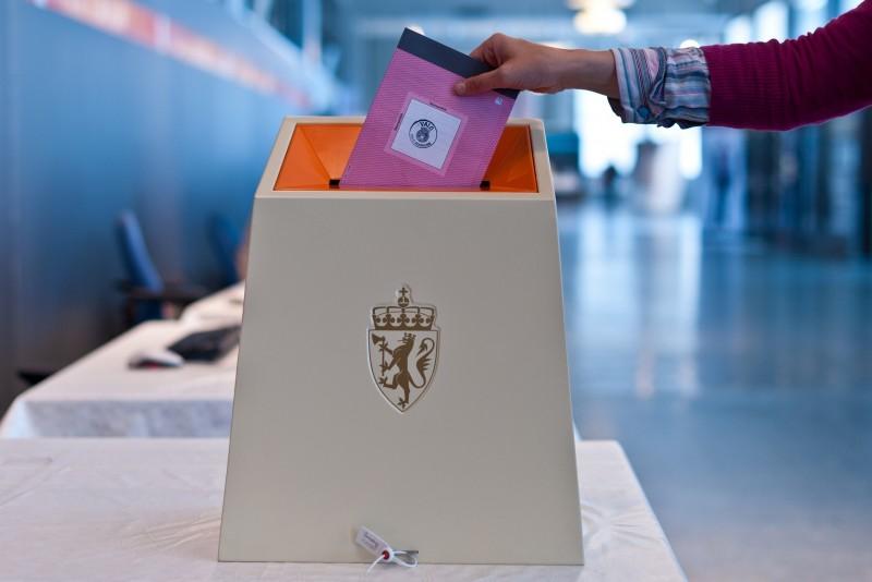 Osoby, które nie chcą korzystać z poczty elektronicznej lub nie zaktualizowały danych kontaktowych w rejestrze, nadal otrzymają karty do głosowania zwykłą pocztą.