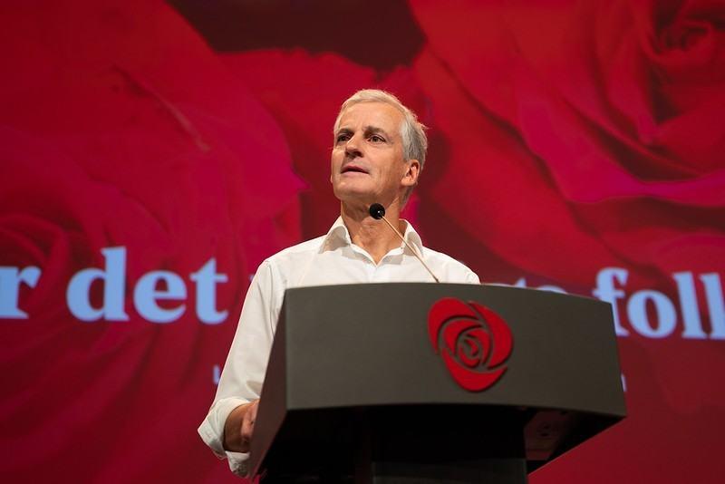 Jak obiecywał lider Partii Pracy Jonas Gahr Støre, nowy rząd ma stać bliżej obywateli i likwidować problemy, które dotykają całego społeczeństwa, a nie tylko najbogatszych.