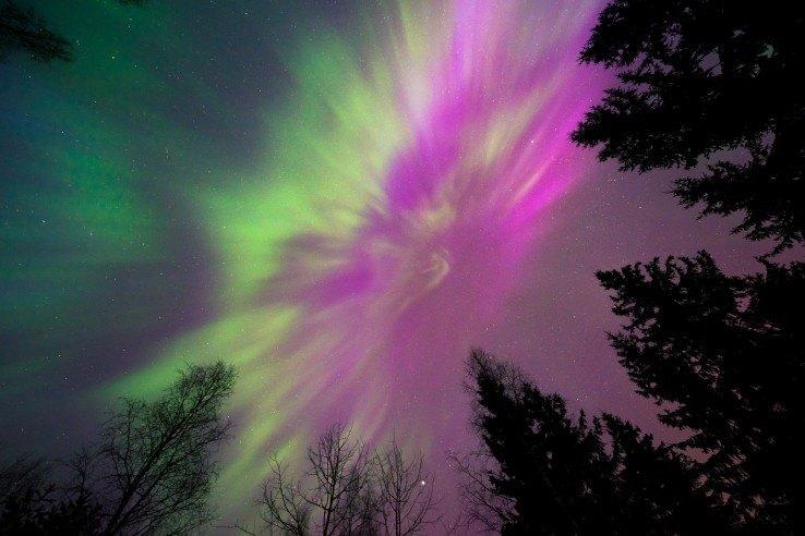 Wiecie dlaczego zorza polarna ma różne kolory?