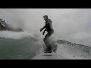 Extreme surfers chill with Arctic waves in Norway