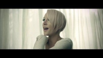 Emma Hewitt - Colours (Official Music Video)