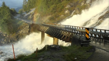 AMAZING Waterfall in Norway!!