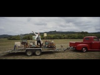 MACKLEMORE & RYAN LEWIS - CAN'T HOLD US FEAT. RAY DALTON (OFFICIAL MUSIC VIDEO)