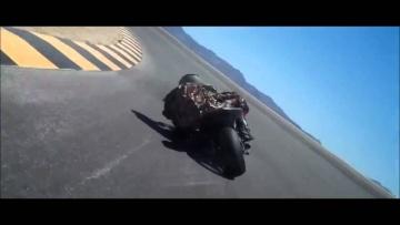 prawidłowe złożenie się na zakręcie na motorze ... ;)