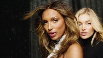 "Victoria's Secret Angels Lip Sync ""I Feel It Coming"""